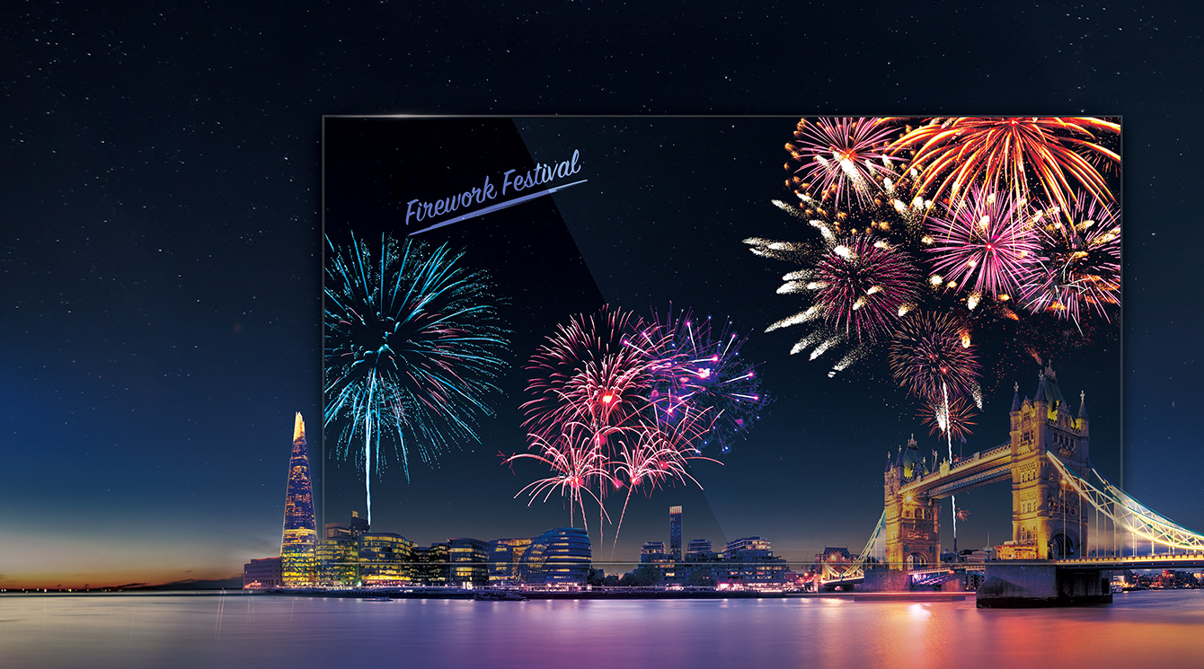 LG Transparent OLED Signage vividly shows the fireworks, making the screen look more colorful in harmony with the actual night view behind it.