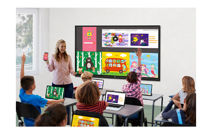 The screens of students' laptops and teacher's mobile are being shared to the display.