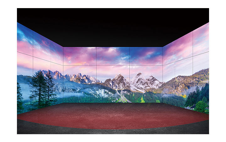 A number of screens installed on both sides and front wall provide a more vivid and wider view.